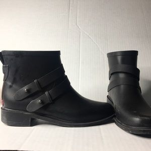 Chooka midtown rubber ankle boots. Size 6